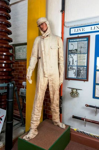 insulation suit [Click here to close this image]